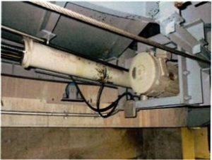 水平循環式駐車装置パワーシリンダー交換事例